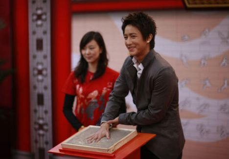 Hankyung stamped his handprint in the imprinting clay at the Asian Games Volunteers' (AGV) Hall of Fame, expressing his determination to participate in the Asian Games.